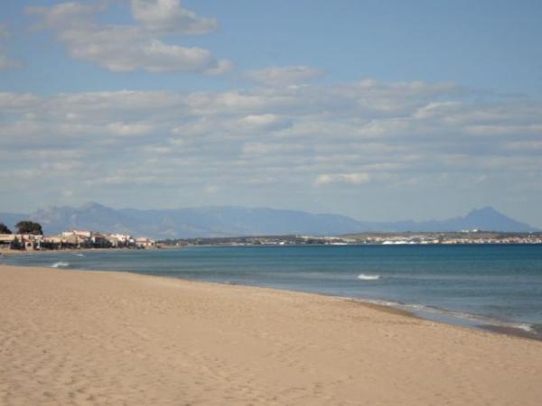 Sierra del Molar depuis la plage